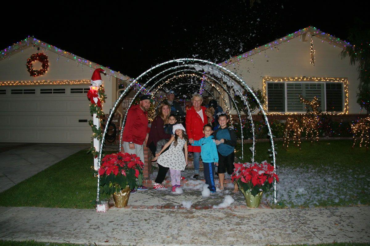 Rossmoor Christmas Lights - Family Fun 3341 Cortese 2016