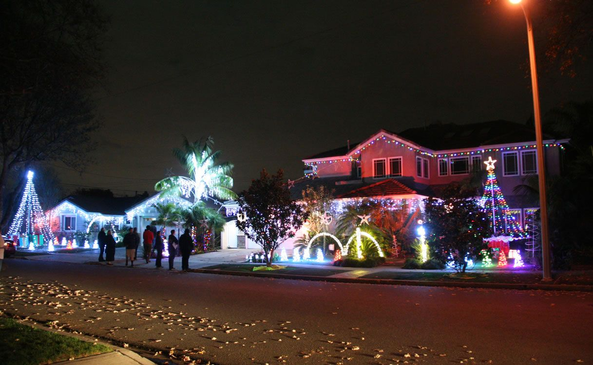 Rossmoor Christmas Lights - Good Neighbor Aceca 2016